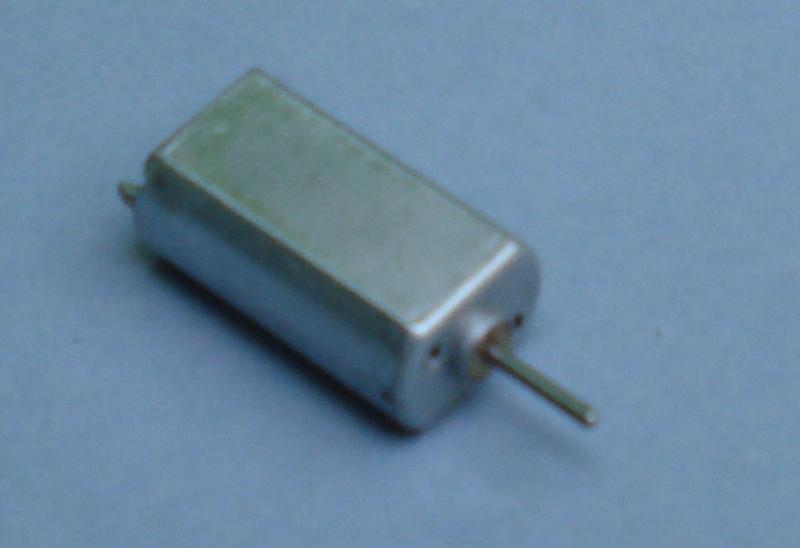Motor de corriente directa de 3 - 12V
